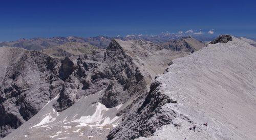Wandelen naar de top van Mont Pelat