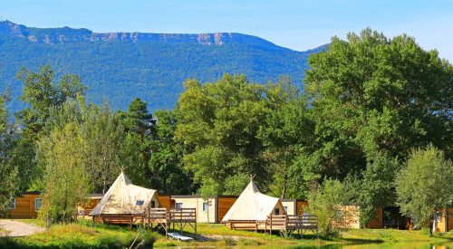 10 campings met unieke accommodaties in de Franse bergen